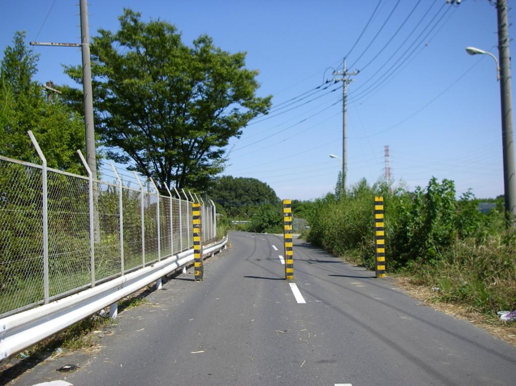 朝霞浄水場付近の狭い道